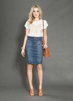 Mind below to get access to denim-skirt clothing styles girls are trying this tumble. Denim Pencil Skirt Outfit, Denim Skirt Outfits, Denim Outfit, Denim Skirts, Modest Outfits, Modest Fashion, Skirt Fashion, Casual Outfits, Fashion Outfits