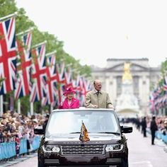 The Queen And Duke Of Edinburgh Travelled Down Mall In State Review Range Rover As Patrons Lunch Transformed Grand Processional Route