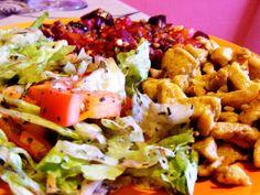 13+1 isteni saláta húsrajongóknak Wok, Cobb Salad, Feta, Chicken, Recipes, Recipies, Ripped Recipes, Cooking Recipes, Cubs