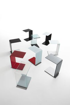 Swan, tavolino by SOVETITALIA è un originale mobile multifunzionale: realizzato con un'unica lastra di vetro curvato, si integra perfettamente con altri elementi d'arredo contemporaneo.