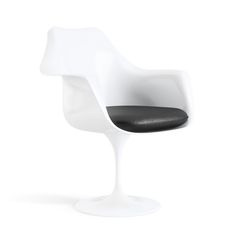 Tulip Pedestal Chair 1956 – 1957 by Eero Saarinen  http://www.modernfurnituredesigners.interiordezine.com/classic-furniture/eero-saarinen-tulip-chair/
