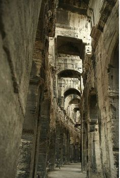 Roman Amphitheatre in Arles - Provence, France Architecture Antique, Roman Architecture, Ancient Ruins, Ancient Rome, Ancient History, Beautiful World, Beautiful Places, Gizeh, Belle France