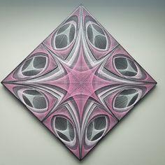 Math art String Art Templates, String Art Tutorials, String Art Patterns, Diy Home Crafts, Fall Crafts, String Wall Art, Art Beat, Math Art, Diy Gift Box