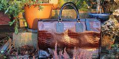Weekendväska i vackert präglat krokoläder Straw Bag, Tote Bag, Bags, Shoes, Handbags, Zapatos, Shoes Outlet, Carry Bag, Dime Bags