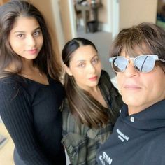 Happy Birthday Suhana Khan: Check out her picture perfect moments with Shah Rukh, Gauri, Aryan & AbRam Khan Indian Celebrities, Bollywood Celebrities, Handsome Celebrities, Bollywood Stars, Bollywood Fashion, Shahrukh Khan Family, Aamir Khan, Cute Family Pictures, Deepika Ranveer