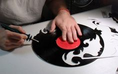 How to Make a Custom Vinyl Record Clock - Dremel Projects Ideas Vinyl Record Projects, Vinyl Record Clock, Record Wall, Vinyl Crafts, Vinyl Art, Diy And Crafts, Recycled Crafts, Dremel Projects, Craft Projects