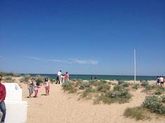 Comiendo en la arena. hay poco sitios en los que te puedas dar este lujo. www.arroceriaduna.es