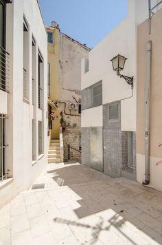 Vista exterior. Reforma y ampliación de la Casa Enroque por el estudio Rocamora Diseño y Arquitectura, Alicante, España. Fotografía © Cabrera Photo.