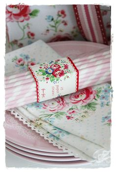 WELCOME TO INTERIOR WITH COLORS : GreenGate straws, napkins, melamine plates