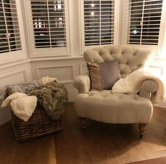 It's cold and wet outside, so grab a blanket and get cosy. It's cold and wet Bay Window Living Room, New Living Room, Formal Living Rooms, Interior Design Living Room, Living Room Designs, Living Room Decor, Bay Window Bedroom, Bay Window Shutters, Bay Window Decor