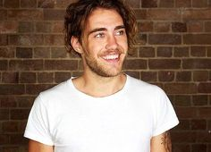 Matt Corby is one of the most sexy and talented men out there I'm so in love with him ❤️❤️❤️ Most Beautiful Man, Gorgeous Men, Pretty People, Beautiful People, Matt Corby, Music Love, Messy Hairstyles, Sexy Men, Handsome
