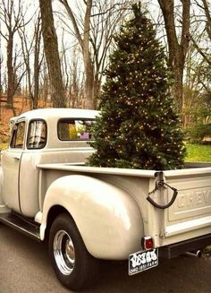 24 Ideas for country christmas tree ana rosa Christmas Truck, Noel Christmas, Little Christmas, Country Christmas, Winter Christmas, Vintage Christmas, Outdoor Christmas, Christmas Thoughts, Woodland Christmas