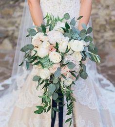 Planning A Fantastic Flower Wedding Bouquet – Bridezilla Flowers Wedding Wishes, Our Wedding, Dream Wedding, Wedding Bride, Floral Wedding, Wedding Colors, Succulent Bouquet, Bridal Flowers, Cascading Bridal Bouquets