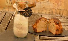Hier nun mal wieder eine herzhafte Brot-Idee fürZwiebel Kürbis Brot. Eine tolle Geschenkidee aus der Küche oder auch Mitbringsel zur Einladung.