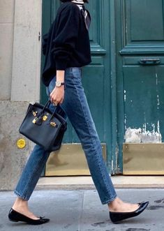 Parisian Style: Everything You Need To Know About French Women's Fashion Pariser Stil: Alles, was Si French Fashion, Look Fashion, Autumn Fashion, Minimalist Fashion French, Classy Fashion, Korean Fashion, Fashion Check, Vogue Fashion, 70s Fashion