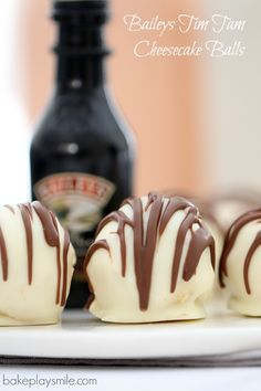 Baileys Tim Tam Cheesecake Balls Rich creamy and oh-so-delicious! These 4 ingredient no-bake Baileys Tim Tam Cheesecake Balls are the perfect gift for family or friends or the yummiest little sneaky late night treat! Candy Recipes, Sweet Recipes, Cookie Recipes, Baking Recipes, Dessert Recipes, Tim Tam Cheesecake, Cheesecake Recipes, Baileys Cheesecake, Chocolate Cheesecake