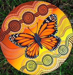 Dot Art Painting, Rock Painting Designs, Butterfly Painting, Pottery Painting, Ceramic Painting, Stone Painting, Monarch Butterfly, Mandala Art, Mandala Rocks
