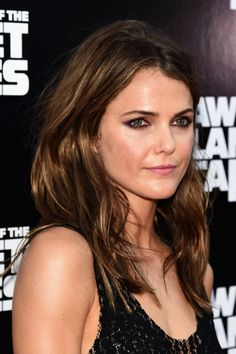 "Keri Russell with her fine hair will be groovy and fantasying with many versatile and stupendous hairstyles. AllRead More ""Keri Russell Hairstyles"" Keri Russell Hair, Keri Russell Style, Cameron Russell, Lila Eyeliner, Purple Eyeliner, Hair Color For Morena, Blond, Good Hair Day, New Hair Colors"