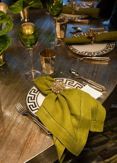 As the host, one of your jobs is to set the most beautiful table possible. Among your most basic and versatile tools? The napkin. Create a chic, elegant napkin setting for any occasion with the following examples: