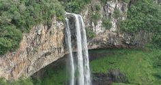 A atração mais famosa de Canela é a Cascata do Caracol. Afinal, não é todo dia que se pode ver uma queda d'água de 131 metros de um elevador panorâmico
