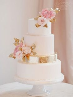 Karla C saved to Weddingwedding cake idea; via Anna Elizabeth Cakes | photo: Vasia Weddings #weddingideas #weddingcaketopper #weddingcakes