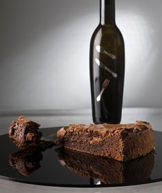 Αναζητάτε ένα κέρασμα που θα βάλει τους καλεσμένους σε πειρασμό; Τι καλύτερο από ένα σοκολατένιο κέικ...
