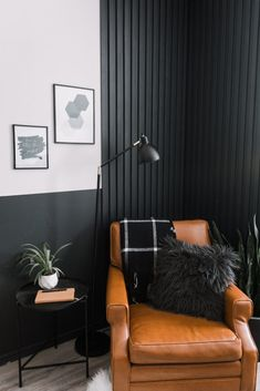 Love this wood slat accent wall tutorial! Make your own DIY modern wall with this easy video tutorial. You can modify the design for horizontal slats, vertical slats, painted or stained wood slats. Feature Wall Living Room, Accent Walls In Living Room, Accent Wall Bedroom, Living Room Paint, Living Room Decor, Black Bedroom Walls, Black Living Rooms, Diy Living Wall, Accent Wall In Bathroom