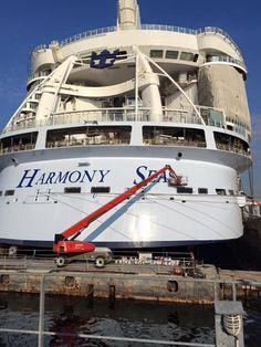 painting Harmony of the Seas aft