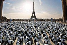 Traveling installation of paper mache pandas in paris. :) #art