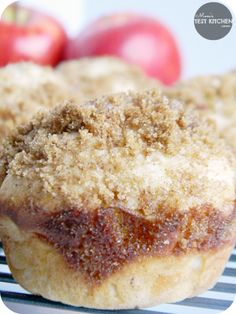 These delicious & simple Apple Brown Sugar Cinnamon Muffins would make a great breakfast for Christmas morning! Cinnamon Muffins, Baking Muffins, Cinnamon Crumble, Muffin Recipes, Baking Recipes, Dessert Recipes, Yummy Treats, Delicious Desserts, Yummy Food