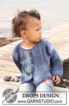 This jacket in garter stitch by Drops ( many sizes) is knit as the famous Surprise Jacket by Elizabeth Zimmermann