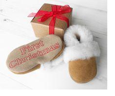 Personalisierte Krabbelschuhe zu Weihnachten für die Kleinsten / personalized shoes for crawling as a present for christmas by BornBespoke via DaWanda.com