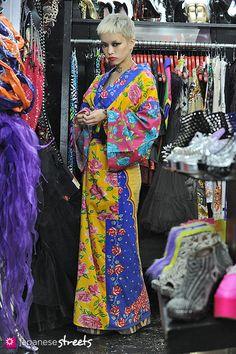 121008-2575 - Japanese street fashion in Harajuku, Tokyo (DOG-Moonspoon Saloon X Buffalo)