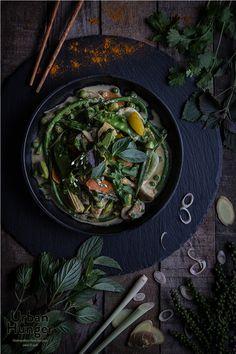 Grünes Curry mit grünem Pfeffer / Green Curry - mehr zum Rezept auf http://www.urban-hunger.com/cooking-for-friends/gruenes-curry/