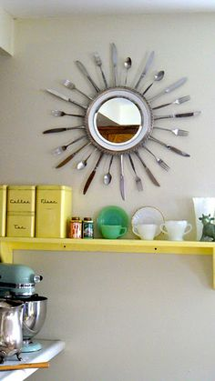 recycling ideas from old kitchen utensils Recycled Kitchen, Old Kitchen, Kitchen Items, Kitchen Stuff, Kitchen Signs, Kitchen Utensils, Diy Vintage, Starburst Mirror, Ways To Recycle