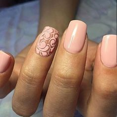 A delicate peach color manicure is suitable for any occasion thanks to the universality of the selected shade and the elegant decor at the ring fingers on
