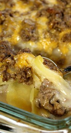 Hamburger Potato Casserole ~ The perfect comfort food and pleases even the pickiest eaters! Hamburger Potato Casserole ~ The perfect comfort food and pleases even the pickiest eaters! Hamburger Potato Casserole, Hamburger And Potatoes, Cheesy Potatoes, Sliced Potatoes, Turkey Casserole, Potato Caserole, Baked Potatoes, I Love Food, Good Food