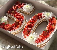 Tarte Chiffres & Lettres – LA tendance pour 2018 Les 'Number & Letter Cakes&… Pie Numbers & Letters – THE Trend for 2018 The 'Number & Letter Cakes' (= cakes in the shape of numbers and letters) invade the canvas and are so fresh … Number Birthday Cakes, Birthday Cakes For Women, Number Cakes, Cakes For Boys, 50th Birthday, Bolo Glamour, Cake Cookies, Cupcake Cakes, Alphabet Cake