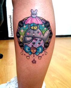 Totoro de mi hojita de diseños para Bertis! Lo amooo es tan feliz!  Hahaha  soy muy feliz con mi trabajo y mas por esas personas que lo valoran como debe de ser, todo es con amor desde el boceto,  el diseño previo con color hasta el stencil y el tatuaje, estoy muy agradecida por ello  #totoro #totorotattoo #ghiblitattoos #ghiblitattoo #susuwatari #susuwataritattoo #hayaomiyazaki #eternalink #bishoprotary #eternalinkconventions #cutetattoo