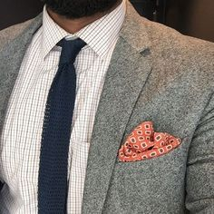 A patterned pocket square can change everything. Men's Pocket Squares, Gq Style, Dapper Men, Mens Suits, Menswear, Style Inspiration, Mens Fashion, Spring Fashion, Pattern
