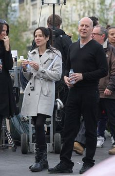 Spotted on Set, Bruce Willis and Mary Louise Parker, love her ensemble.