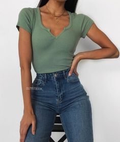 Find the best outfits for your summer look. Outfits 2019 Outfits casual Outfits for moms Outfits for school Outfits for teen girls Outfits for work Outfits with hats Outfits women Simple Outfits For School, Cute Casual Outfits, Hijab Casual, Everyday Outfits Simple, Preppy Casual, Simple Summer Outfits, Summer School Outfits, Summer Ideas, Best Outfits