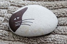 """cat"" ~ pebbles from Portugal, hand painted by Sabine Ostermann"