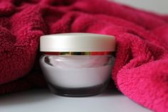 Scaly, flaky skin from psoriasis and eczema can be extremely uncomfortable, and Psorzema Cream from Derma-E can bring relief with its deep moisturizing formula. Organic Beauty, Organic Skin Care, Natural Skin Care, Natural Beauty, Psoriasis Skin, Psoriasis Remedies, Nummular Eczema, Best Eczema Treatment, Tone It Up