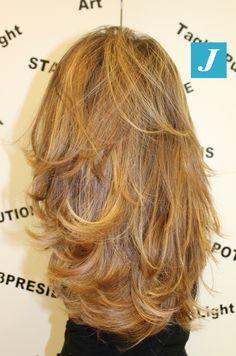 Il segreto è: i capelli lunghi, secondo la nostra visione, vanno trattati diversamente, devono essere accarezzati in verticale dalla forbice in modo pulito (senza rasoi e forbici dentate), mantenendo la lunghezza e creando quella pienezza delle punte che rende i capelli sani e splendidi. Il tutto abbinato al Degradé Joelle! #cdj #degradejoelle #tagliopuntearia #degradé #igers #shooting #musthave #hair #hairstyle #haircolour #longhair #oodt #hairfashion #madeinitaly