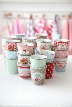 Happy Mugs - Star Mörkblå - Krasilnikoff - RumAttÄlska. Holiday Program, Pip Studio, Vintage Shabby Chic, Kitchen Colors, Pastel Kitchen, Pretty Pastel, Tupperware, Tea Pots, Cake Decorating