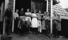 Lokalhistorisk biletsamling i Tysnes: Hausten - tid for tresking