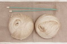 Two Balls of Cream Colored Cashmere Wool with straight knitting needles. Cashmere is one of the softest wools around. How To Start Knitting, Knitting For Kids, Easy Knitting, Knitting For Beginners, Knitting Needles, Knitting Projects, Knitting Patterns, Knitting Ideas, Yarn Images