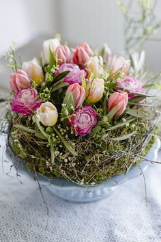 Natural decorating ideas for spring and Easter, pomponetti – Wedding Flowers Paper Flower Centerpieces, Flower Decorations, Paper Flowers, Deco Nature, Nature Decor, Easter Wreaths, Christmas Wreaths, Fleurs Diy, Spring Wedding Flowers