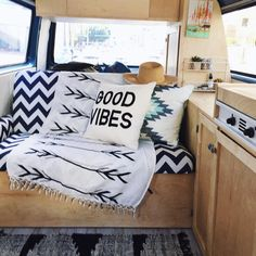 46 Antique Diy Camper Interior Remodel Ideas You Can Try Right Now - LuvlyDecor Volkswagen Bus Interior, Vw T3 Camper, T3 Vw, Campervan Interior, Camper Life, Diy Camper, Rv Campers, Camper Van, Campervan Ideas